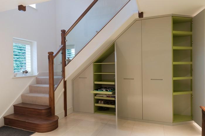 Шкаф под лестницей в доме. Заказать корпусную мебель по индивидуальному проекту в Москве
